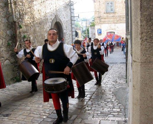 Sbandieratori, corteo storico, Orsara di Puglia