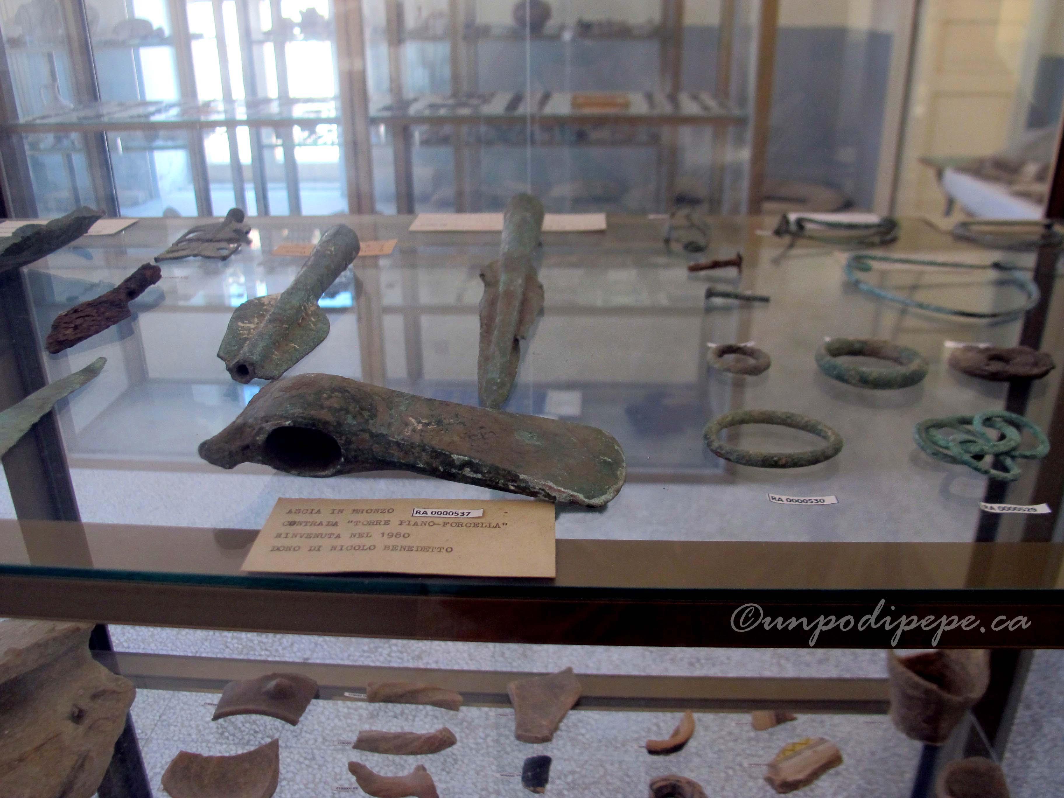 Ascia e lancie in Bronzo (bronze hatchet and spears)