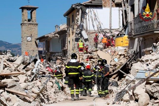 Vigili del Fuoco in Amatrice-Winnipeg Free Press