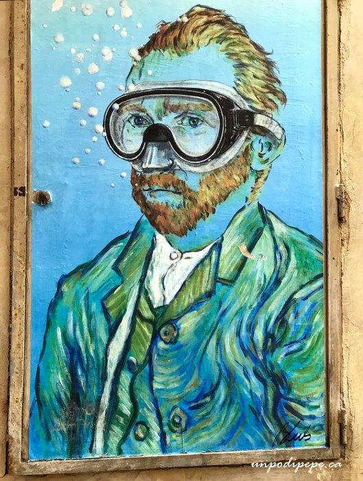 Van Gogh Blub street art l'arte sa nuotare