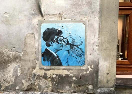 Blub street art La Dolce Vita Shannon Milar L'arte sa nuotare