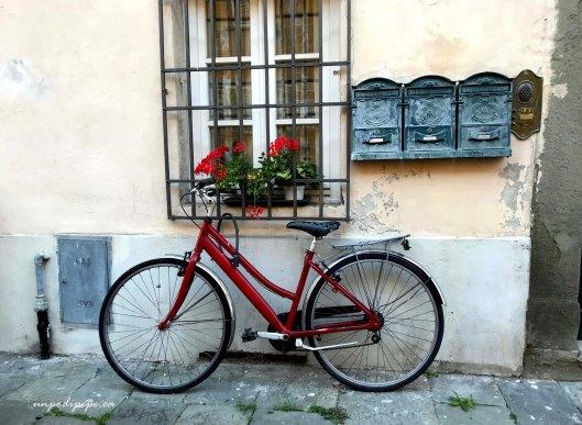 Lucca bicicletta rossa