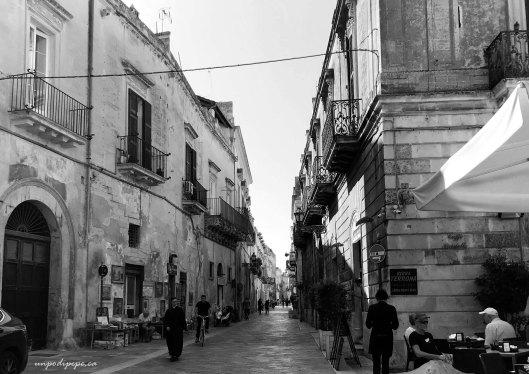 Via Palmieri Lecce black and white